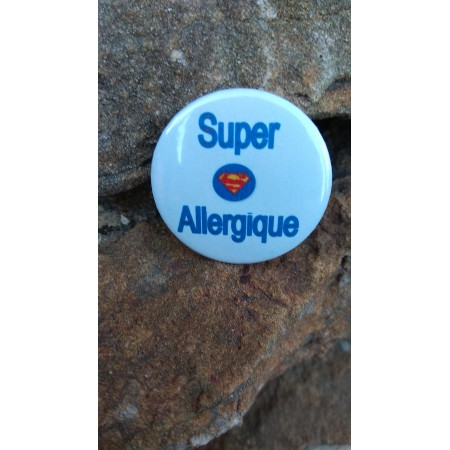 Badge *N'oubliez pas mon allergie rayé rose*